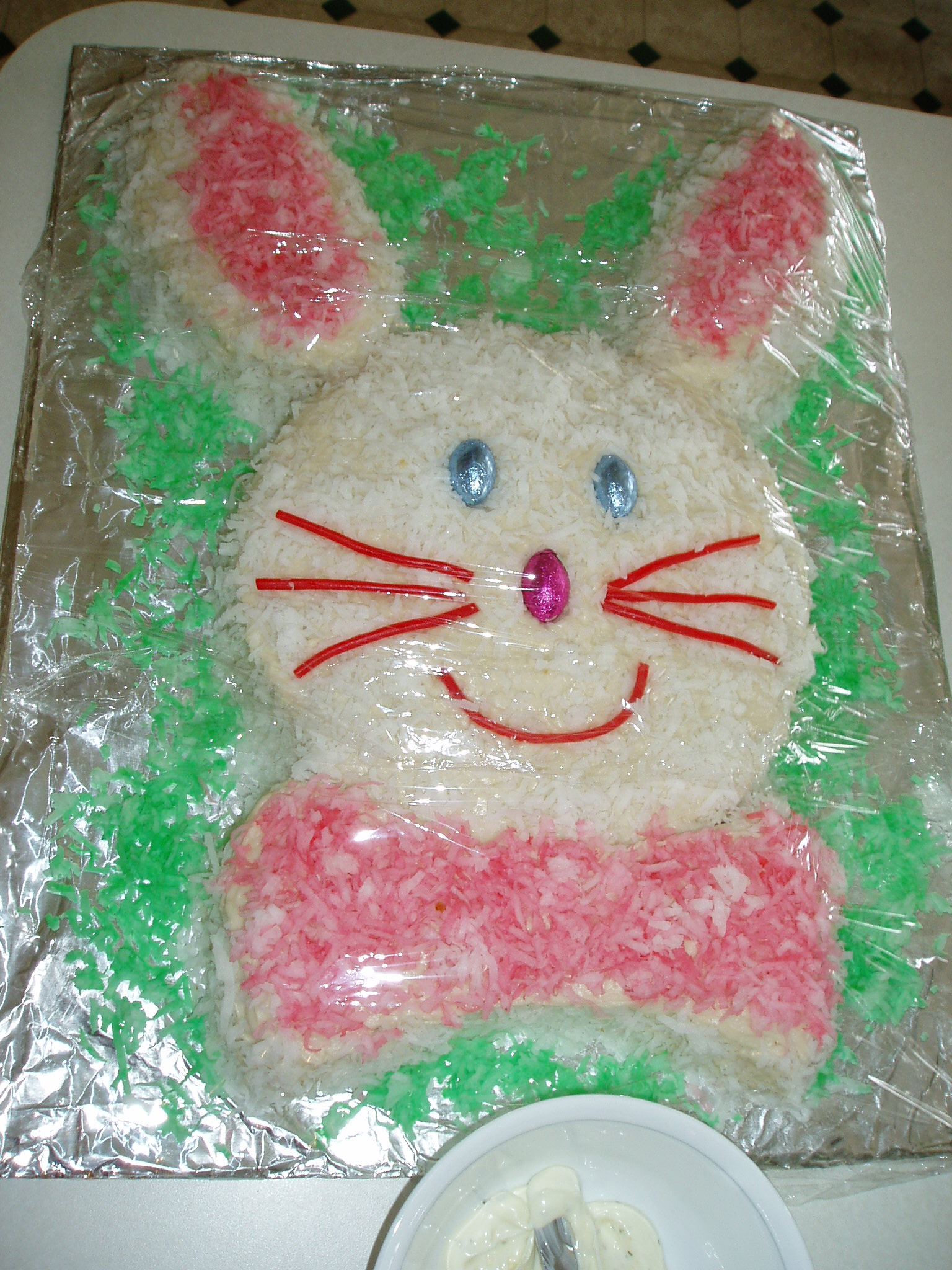 http://pragmaticcompendium.files.wordpress.com/2009/04/easter_bunny_cake3.jpg