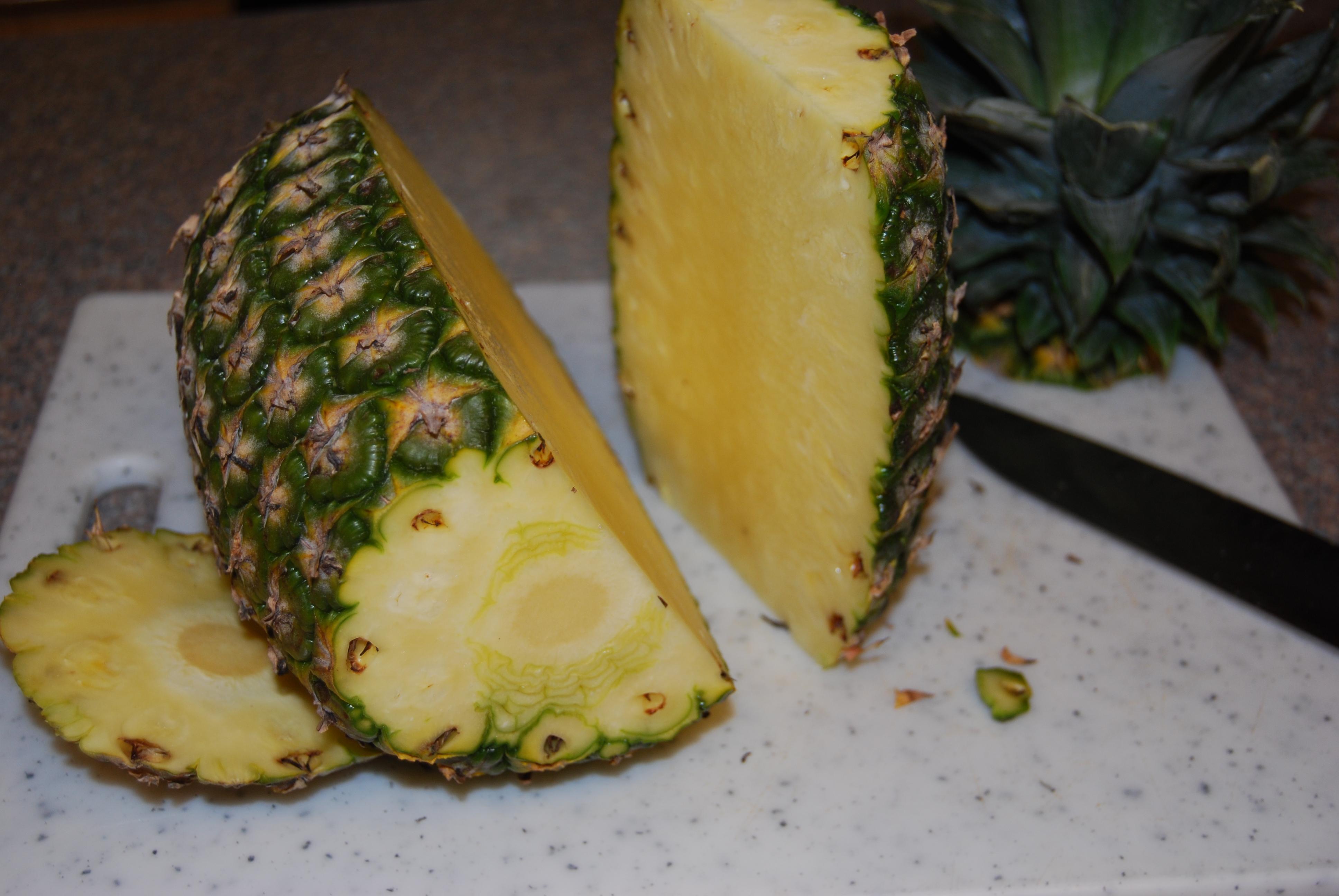 How Do You Cut a Pineapple